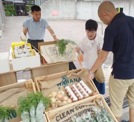 朝市野菜販売